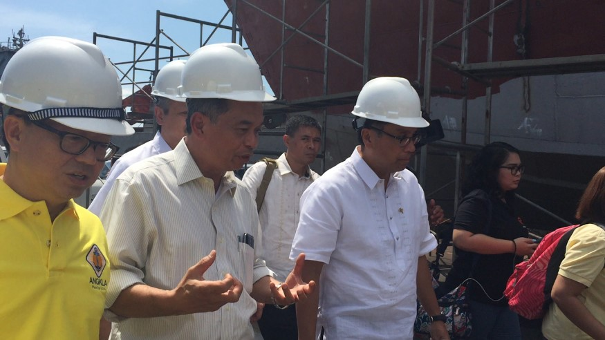 Rep. Manalo (center) passionately discusses his maritime vision with Sec. Roxas (right). Also in photo is Society of Naval Architects and Maritime Engineers President Engr. Sammuel Lim (left), one of the brains behind 'Island Evisa'.